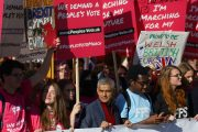 1,000s gather in London for 'biggest' anti-Brexit rally seeking final say